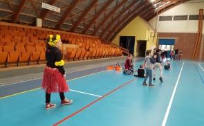 """Grand jeu au gymnase """"Suivez le guide touristique"""""""